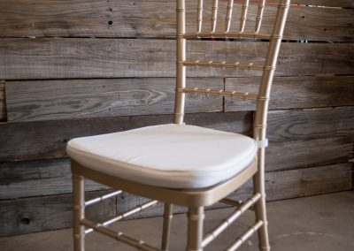 Resin Gold Chiavari Chair w: Ivory Cushion